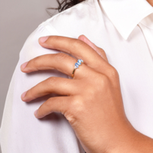 Suzanne Kalan - Yellow Gold Amalfi Wave Band Ring - Size 5.5 (Blue Topaz)