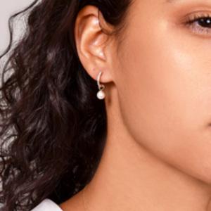 Mateo - Huggie Pearl Drop Earrings